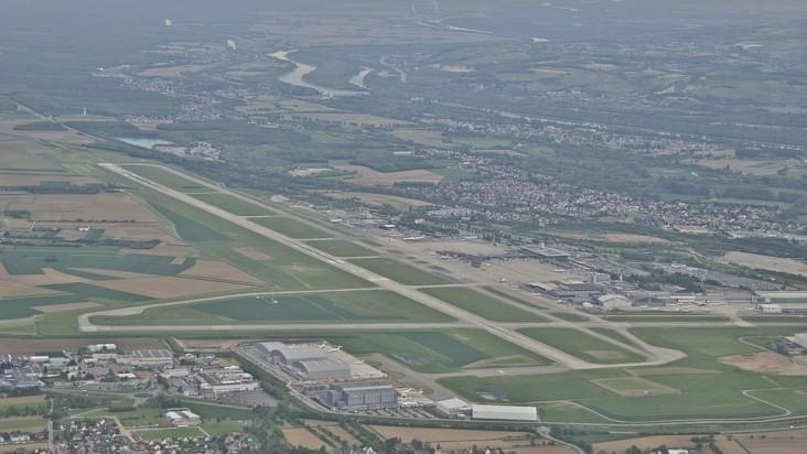 Foto Bandara di Euroa Basel Mulhouse Freiburg Saint Louis France