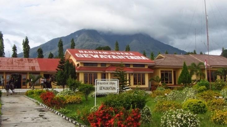 Foto Bandara di Gewayantana Larantuka