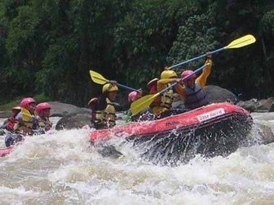Arung Jeram di Sungai Batang Kuanta