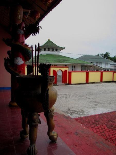 Masjid Jamik Dan Kelenteng Kung Fuk Min