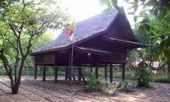 Rumah Tradisional Saung Ranggon