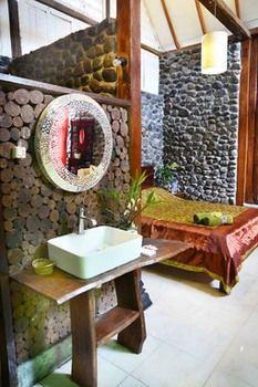 The Riverside Javanese Cottages