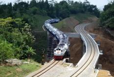 Purwo Jaya melintasi daerah Karangsari