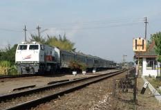 Kereta Lebaran Sancaka dengan rangkaian K1, K2, dan K3AC