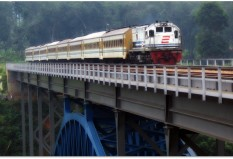 Senja Utama Semarang di jembatan Cisomang